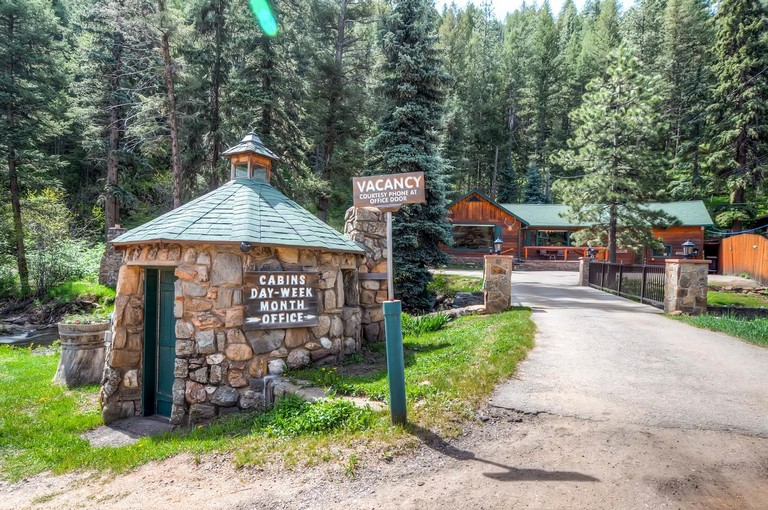 Bear Creek Cabins Evergreen Co