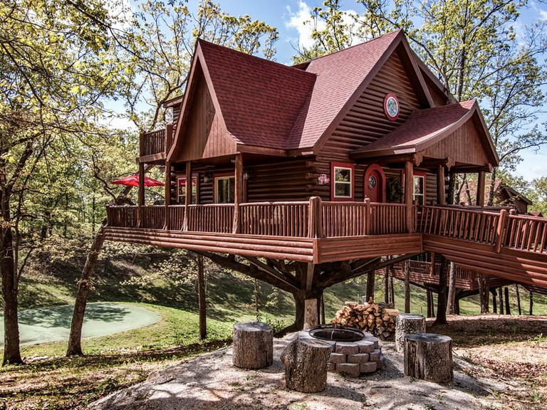 Tree Houses In Bozeman Mt Luxury Vacation Rentals 10 Epic Treehouses To Rent For The Night