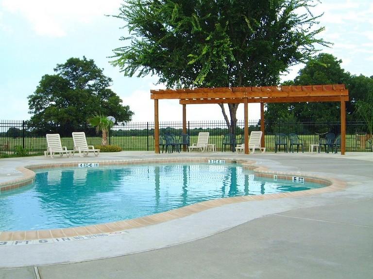 Leisure Resort Fentress Tx