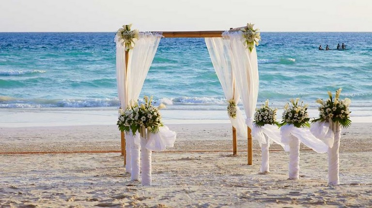 Who Pays For Destination Wedding